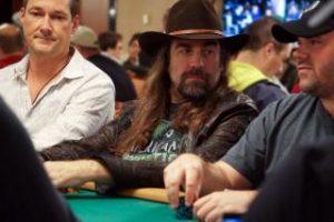 Deelnemende spelers tijdens het poker toernooi