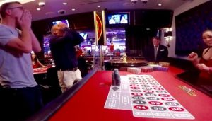 Twee mannen verliezen huis in casino